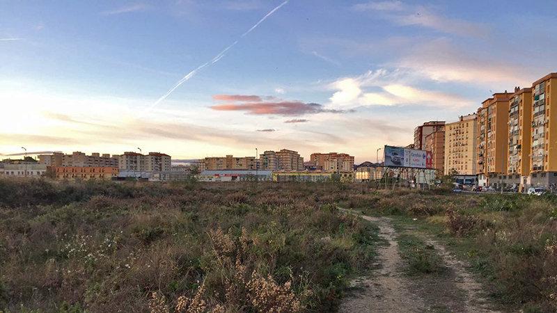Los terrenos de la antigua Repsol representan una oportunidad histórica para crear el gran bosque urbano que necesita la ciudad de Málaga . Sus 177.000 metros cuadrados, aún sin urbanizar, serán objeto, si nada cambia, de una  operación urbanística que propiciará una serie de viviendas y rascacielos...