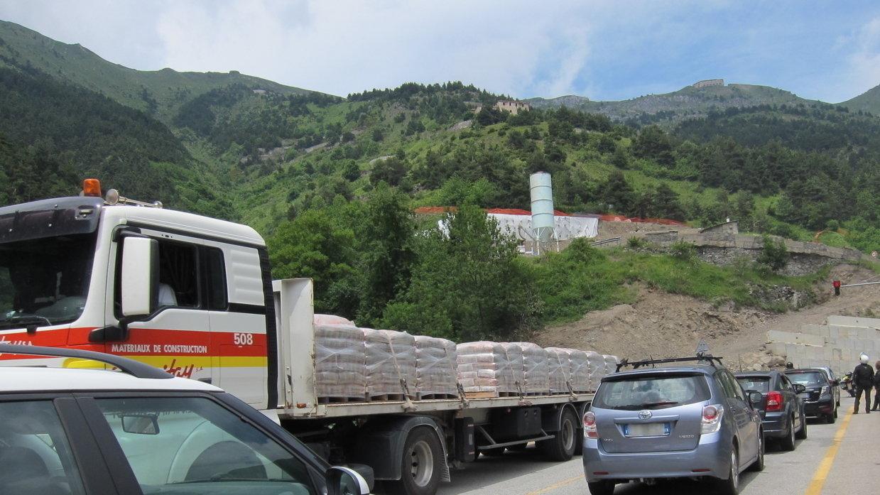 Madame Ségolène Royal, ministre de l'environnement: Pour un seul tunnel au col de Tende et le maintien de l'alternance